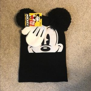 NWT Mickey Mouse hat and mittens set